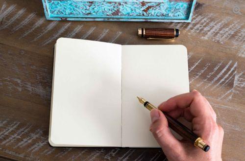 Perito calígrafo para hacer un estudio forense de documentos